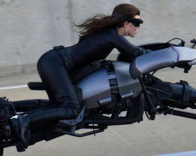Anne hathaway como mulher gato no Batman o cavalheiro das trevas ressurge