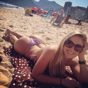 Renata D'ávila, Ex-BBB em fotos sensuais