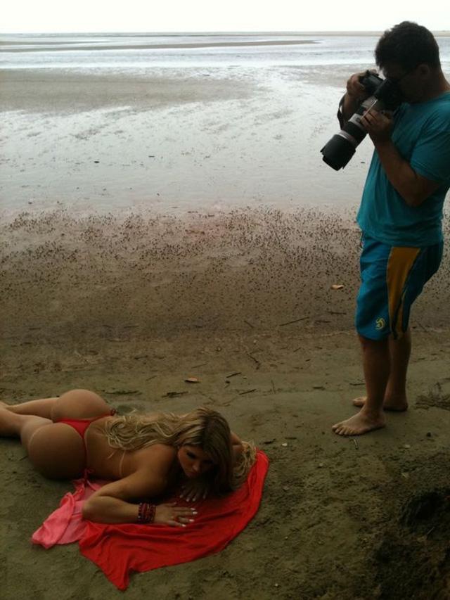 Sexy libera as fotos de divulgação de Carine Felizardo, a vencedora do miss bumbum 2012