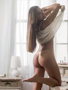 Playboy divulga o ensaio da virgem do leilão, Catarina Migliorini
