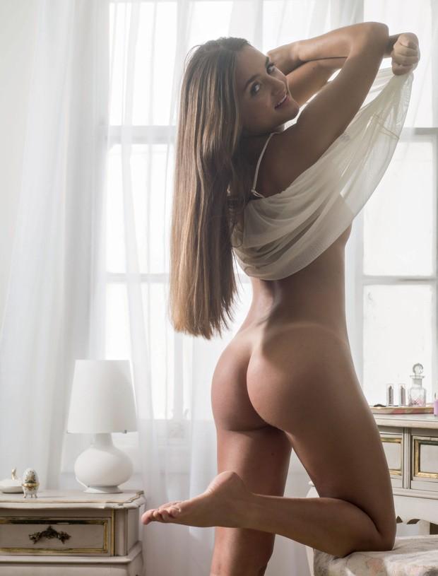 Revista playboy divulga um foto do ensaio sensual da virgem do leilão, Catarina Migliorini