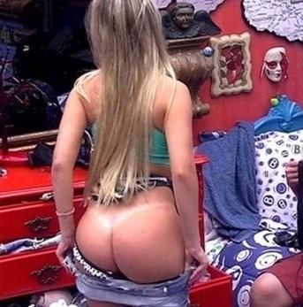BBB13: Fernanda se descuida e deixa todo o bumbum de fora