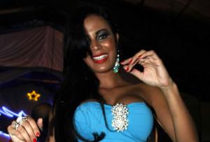 Lorena Bueri mostra demais de novo em ensaio de escola de samba
