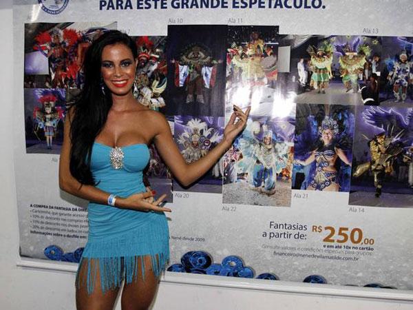 Lorena-Bueri-mostra-demais-de-novo-em-ensaio-de-escola-de-samba5