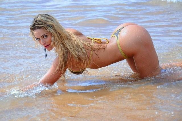 Laura Keller, Miss Bumbum Simpatia empina bumbum em praia
