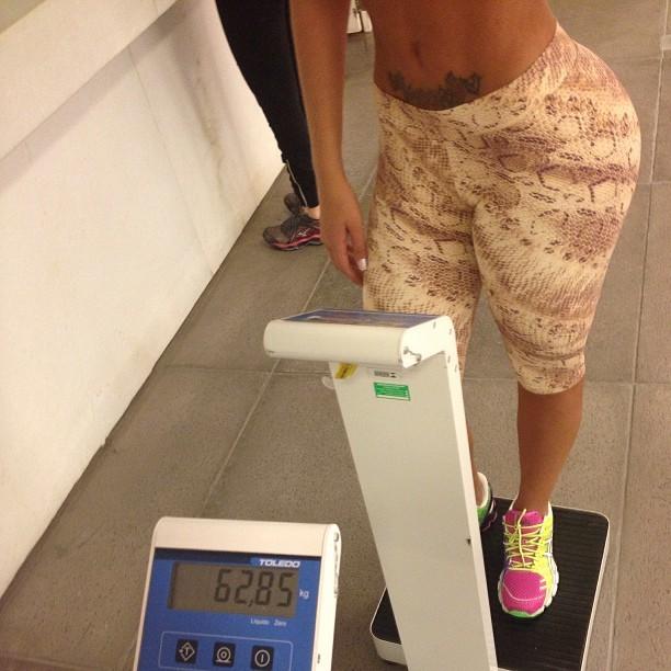 Andressa Urach posta foto da balança no seu instagram