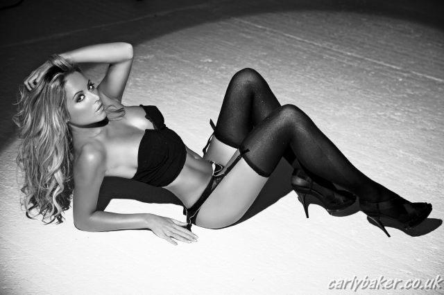 Carly Baker, a belíssima loira britânica