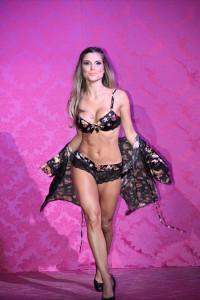 Ex-BBB Flávia Viana de lingerie