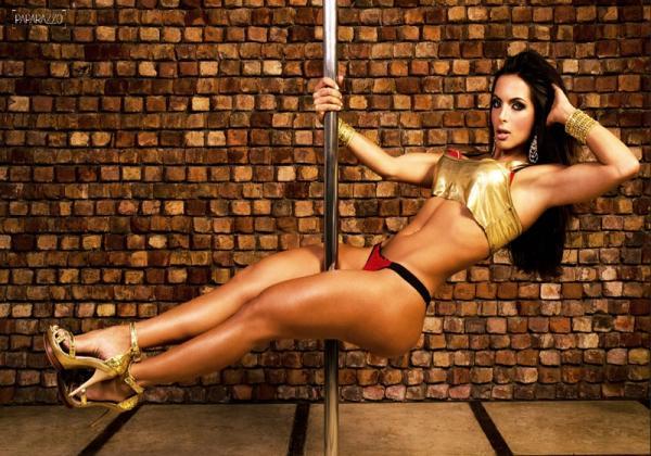 Carla Prata e suas aulas de pole dance