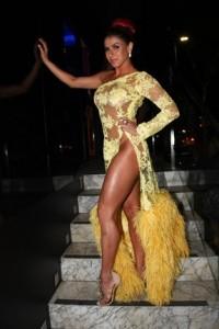 Thais Bianca sem calcinha no lançamento da sua revista