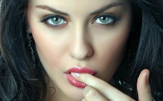 lindas-mulheres-com-dedo-na-boca14
