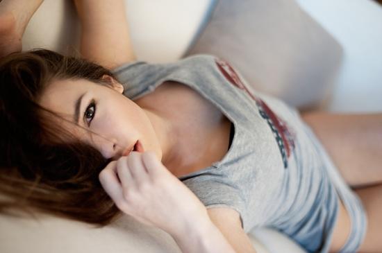 lindas-mulheres-com-dedo-na-boca16