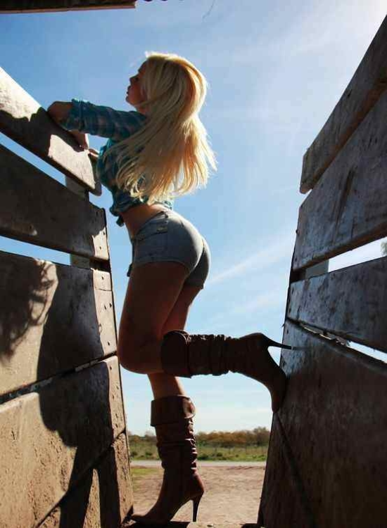 550x751xhot-country-girls-29.png.pagespeed.ic.vquyuXkITJ