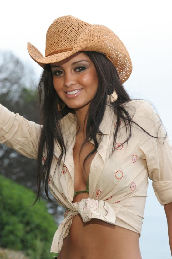 550x825xhot-country-girls-21.png.pagespeed.ic.YH4uvnKTlL