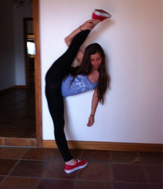 Sexy-flexible-girls-random-pics11