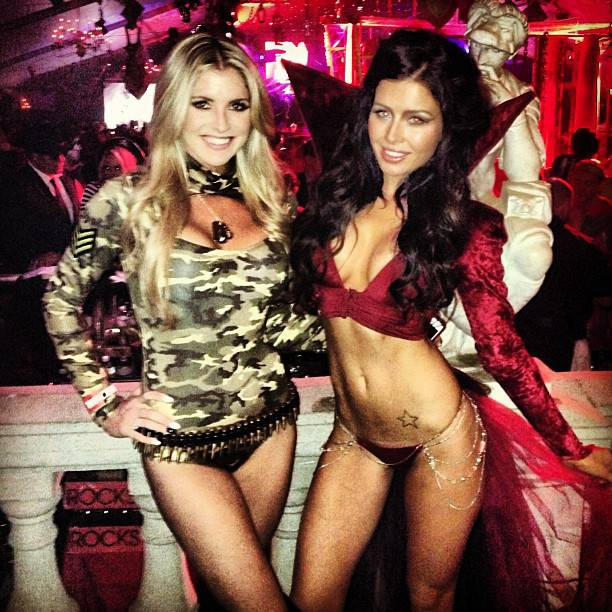 playboy-mansion-2013-halloween-party-23