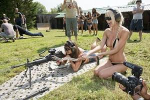 Mulheres gostosas armadas até os dentes!