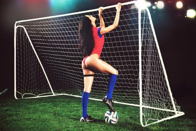 Playboy-celebra-inicio-da-copa-do-mundo3