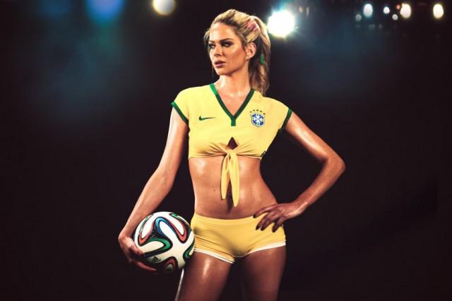 Playboy celebra o início da copa do mundo