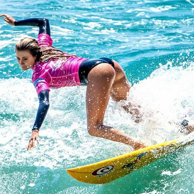 As melhores imagens do supergirl pro surf contest 2014