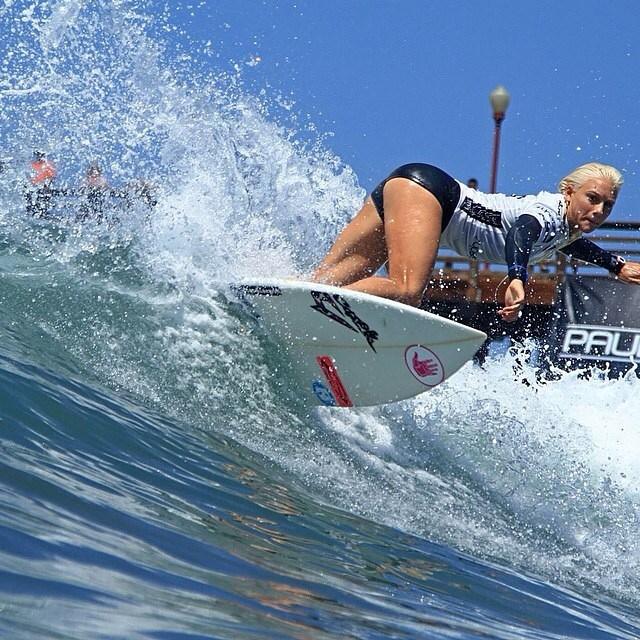 as-melhores-imagens-do-supergirl-pro-surf-contest-20147