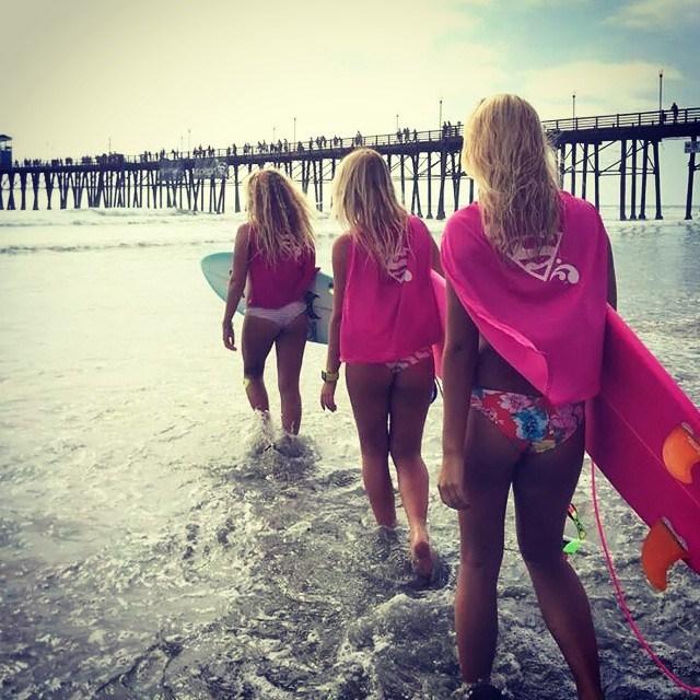 as-melhores-imagens-do-supergirl-pro-surf-contest-20148