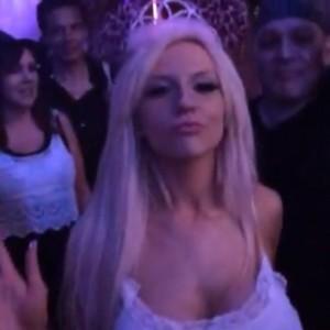 Courtney Stodden dançando no seu aniversário