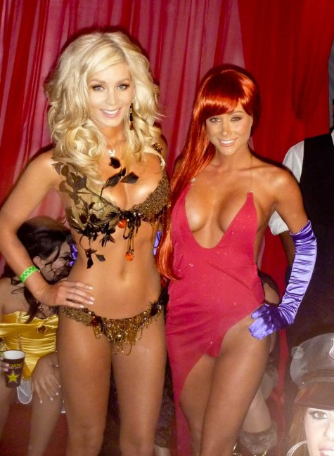 Sara-jean-underwood-hot-halloween10