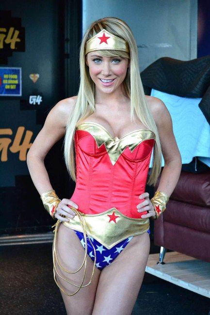 Sara-jean-underwood-hot-halloween12