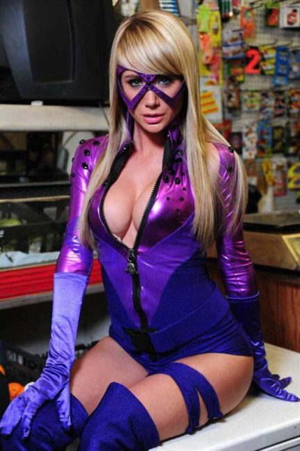 Sara-jean-underwood-hot-halloween13
