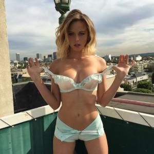 Ensaio sensual de Luci Ford