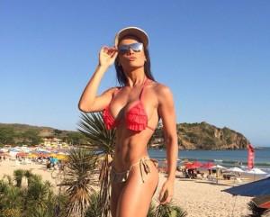 Bailarina Fernanda D'avila de biquíni