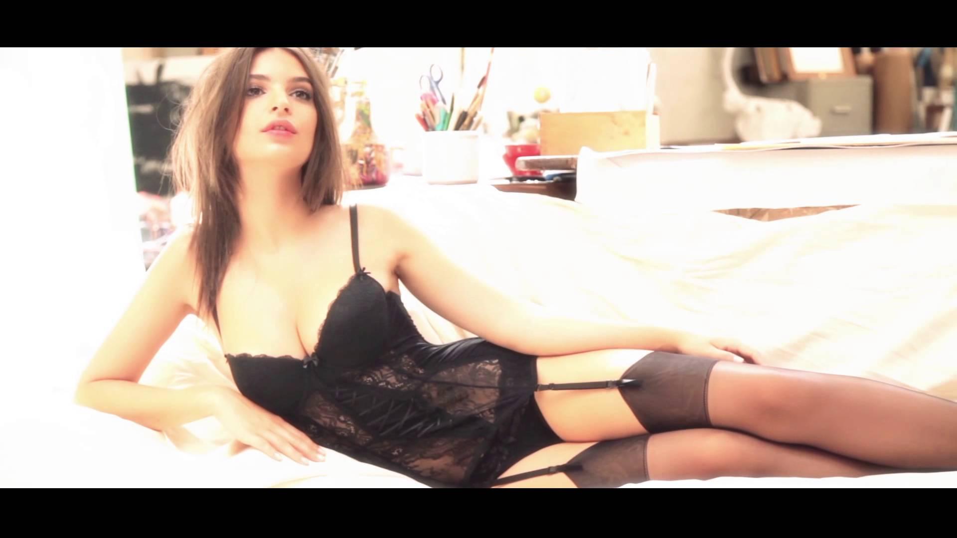 Emily Ratajkowski em um ensaio sexy para Yamamay lingerie