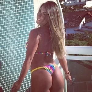 Nicole Bahls de biquíni