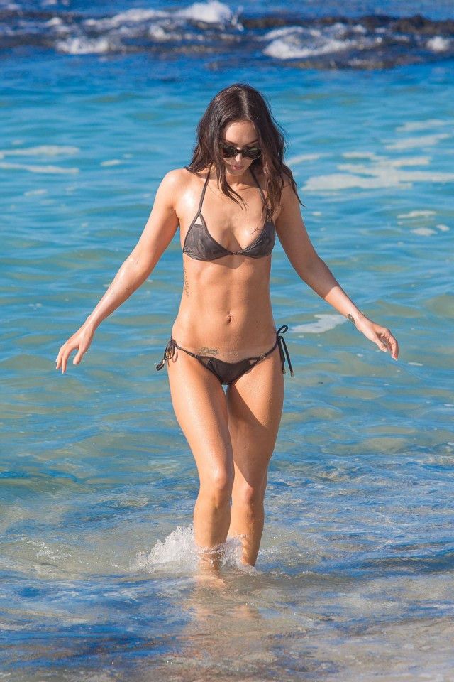 Megan-Fox-bikini-hawaii-010