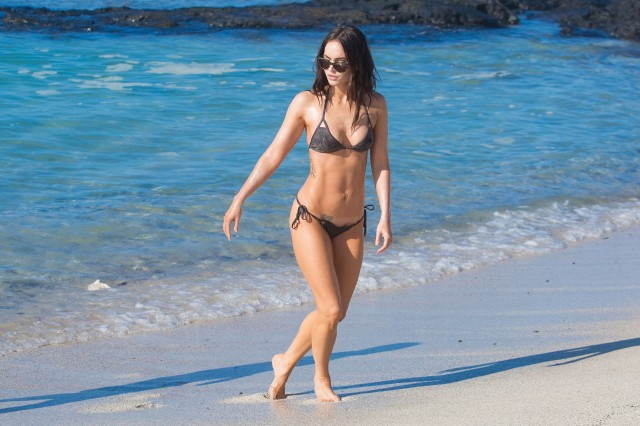 Megan-Fox-bikini-hawaii-020