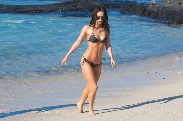 Megan-Fox-bikini-hawaii-021