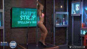Soletrando enquanto faz striptease