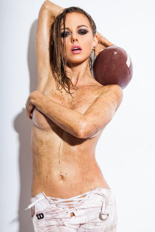 Luci Ford em um ensaio sensual para o super Bowl