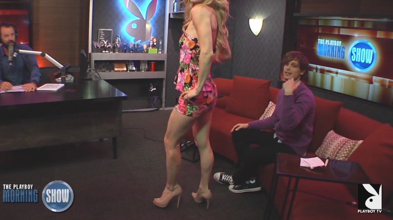 Matthew Gubler desfilando no Playboy Morning show