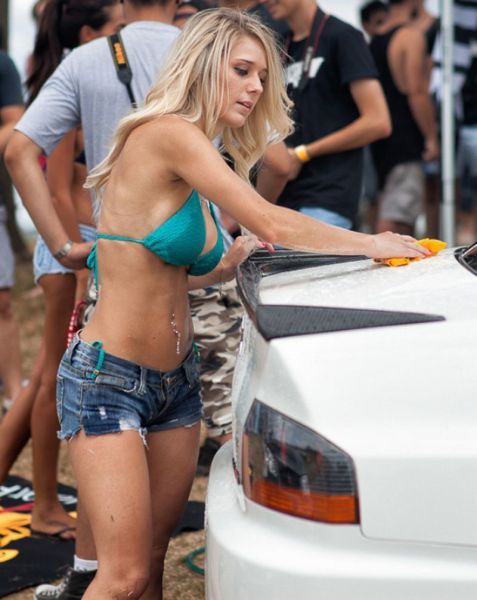 soapy_car_wash_girls_simply_ooze_sexiness_640_60