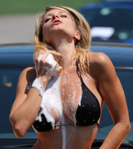 soapy_car_wash_girls_simply_ooze_sexiness_640_63