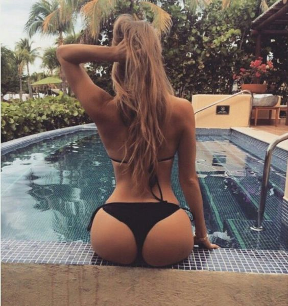 Girls-With-Eye-Candy-Butts-Has-A-Special-Kind-Of-Attraction-016