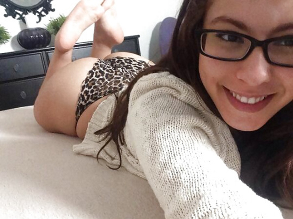 Hot-girls-with-glasses27