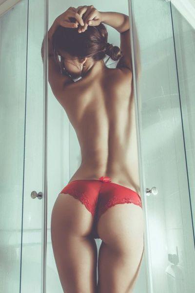 butt_lovers_gather_around_640_42