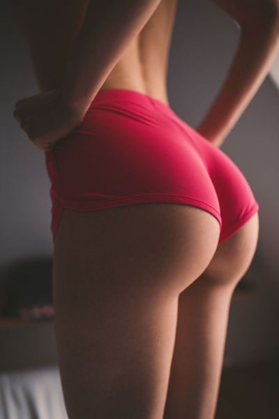 butt_lovers_gather_around_640_45