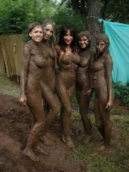 its_always_more_fun_when_girls_get_dirty_640_05