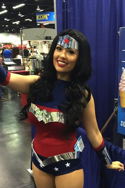 as-mais-gostosas-fantasias-e-cosplay-girls-da-wondercon-20157