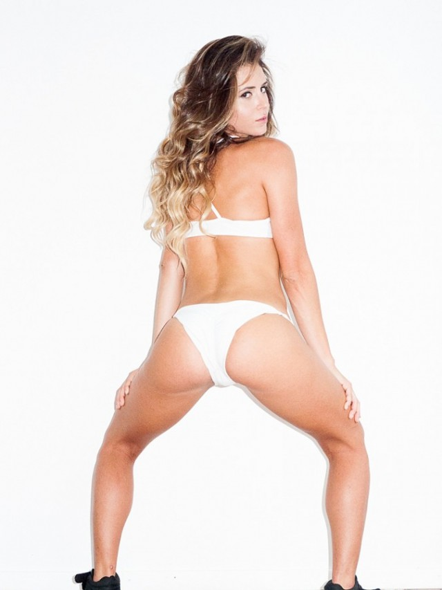 Anastasia-Ashley-Wears-A-Thong-For-Terry-Richardson-04-675x900