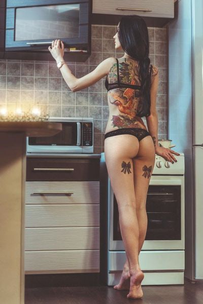 hot_and_hardcore_tattooed_girls_640_05